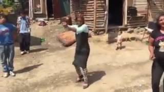 Hriešne dobrý tanec Rómov PARÓDIA