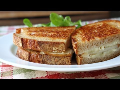 Video Grilled Brie & Pear Sandwich - Grilled Cheese Sandwich Recipe