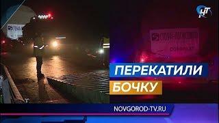 Автопоезд с деталью для белорусской АЭС на всю ночь перекрыл движение на трассе Шимск - Старая Русса