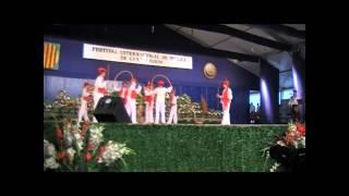 preview picture of video 'Haurtzaro dantza taldea Cantonigros.wmv'