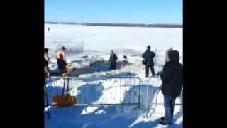 preview picture of video 'Colombiano en Canada - Great Canadian Chill, Polar Bear Dip - Britannia Beach Ottawa'