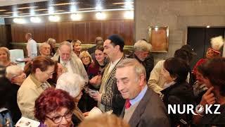 """Столпотворение на казахоязычной опере """"Абай"""" в Италии"""