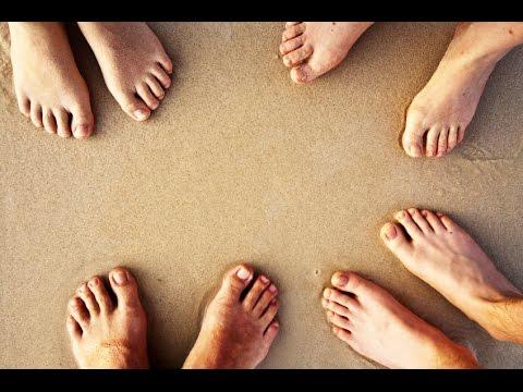 Vom Gel auf den Nägeln der Beine die Behandlung