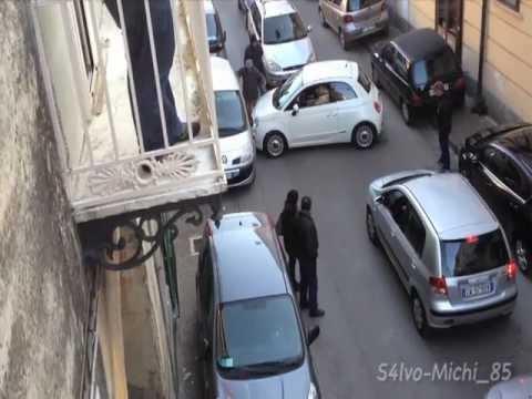 Parcheggio folle, in tilt traffico e processione