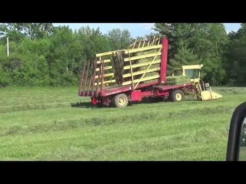 New Holland 1049 Stack Cruiser Self Propelled Bale Wagon - смотреть