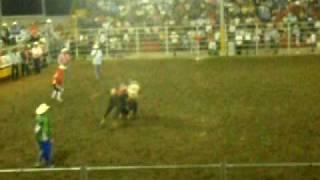preview picture of video 'TORO EL BANDIDO FINAL RODEO INTERNACIONAL EXPO SAN CARLOS 03 05 2009'