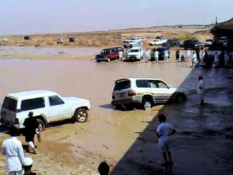 انقاذ جيب اللاند في امطار الرياض