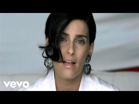 Nelly Furtado - Manos Al Aire (Official Music Video)