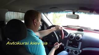 Как правильно вращать руль автомобиля.