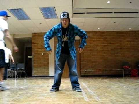 Amazing Popping Robot Freestyle Dance!