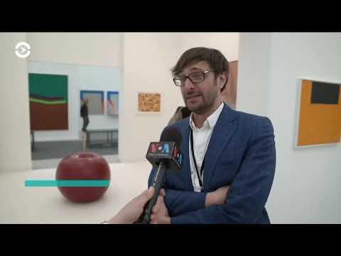 , title : 'VR и современное искусство. Ярмарка Frieze в Нью-Йорке'