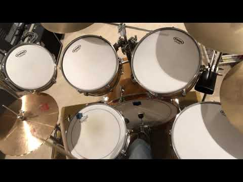 Practicing a couple of fills at different tempos.  Kit: Rogers XP-8, Ludwig Supraphonic snare