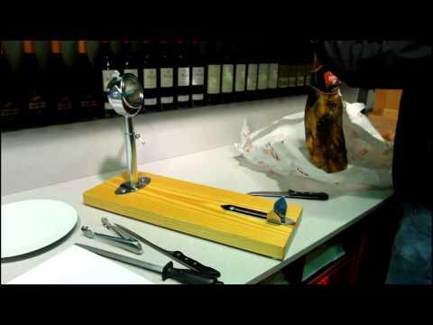 Wie schneidet man einen Iberischen oder Serrano Vorderschinken (1/5) - Jamonarium.com