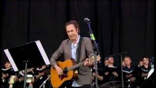 <b>Ray Davies</b> Dedicates Waterloo Sunset And Days To Pete Quaife At Glastonbury 2010