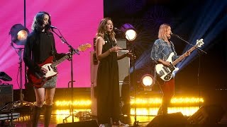 Warpaint Performs