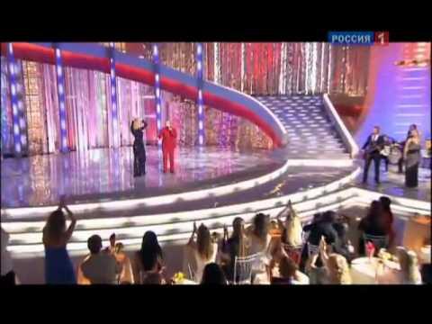 Donna con colore rosso russo