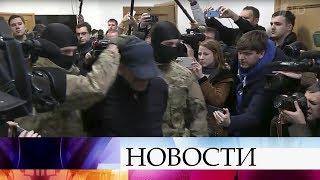 Суд в Москве отправил под арест одного из задержанных накануне дагестанских чиновников.