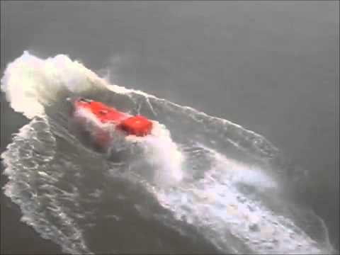 You don't want to get resuced by this boat crew. Imagine sitting in this life boat! Big boat fail.