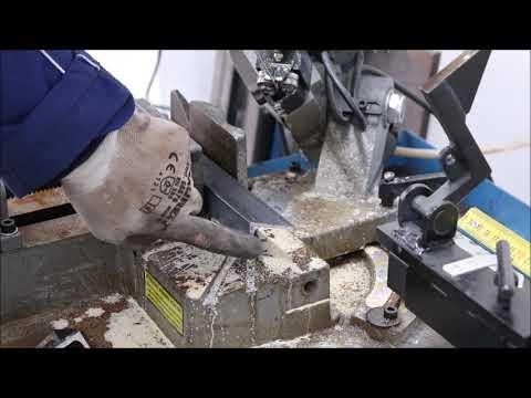 Il taglio dell'angolare a facce uguali taglio prototipo The cut of the angular prototype