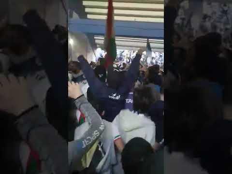 """""""Aca llego la banda del barrio de Liniers"""" Barra: La Pandilla de Liniers • Club: Vélez Sarsfield • País: Argentina"""