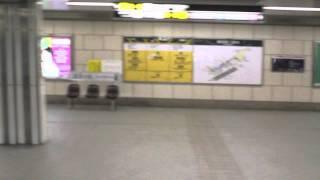 御堂筋線梅田駅を通過 [スロー再生で]