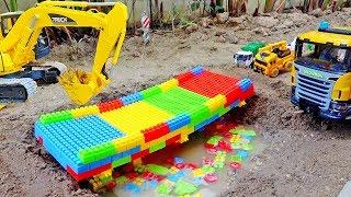 블럭 다리 만들기 포크레인 구출 도와주기 중장비 자동차 장난감 Excavator Helps Rescue