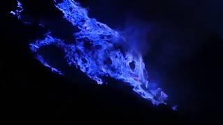 Blaue Flammen am Kawah Ijen