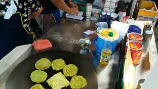 โรตีใบเตยประยุกต์ อร่อยๆกัน ที่ ตลาดสด กม.2 รามอินทรา แยก ลาดปลาเค้า