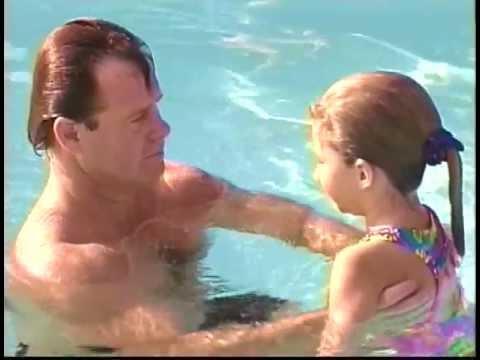 Πως να μάθετε στο παιδί σας να κολυμπάει