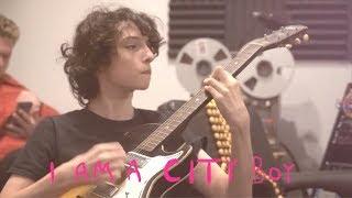City Boy - Calpurnia (avec Finn Wolfhard)