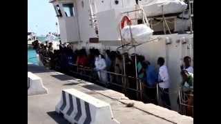 preview picture of video 'A Porto Empedocle 522 migranti soccorsi dalla marina, 40 sono minori'
