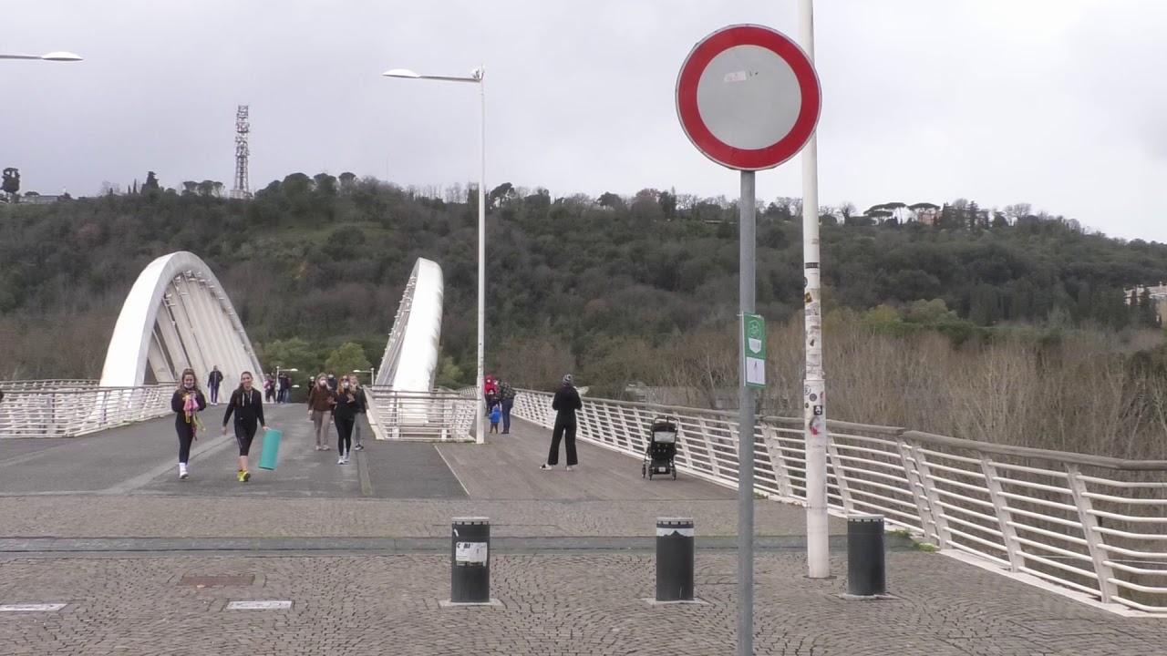 Stop bici sul Ponte della Musica
