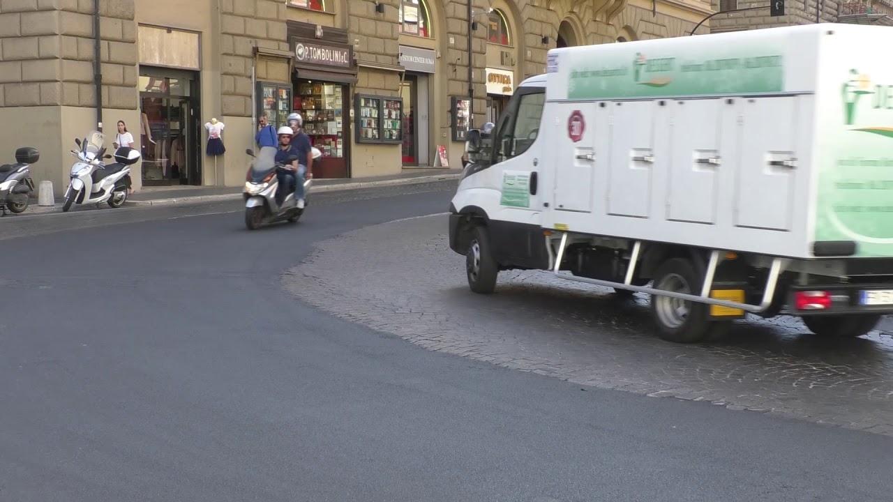 Roma, sampietrini addio: l'asfalto invade il centro