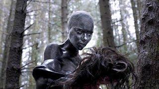 外星人披上美女皮囊,四处引诱单身男性,一旦上钩就会被抽光血肉!