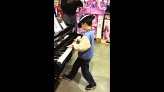 Little Kid Amazes Costco Shoppers with His Impromptu Piano Performance