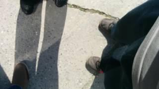 Волонтёр забирающий наказы Калиниченко из ЕР у школы [2016]