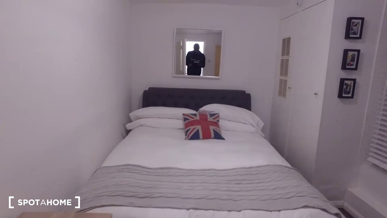 Furnished 2-bedroom apartment with patio to rent in Notting Hill, Travelcard Zones 1 and 2