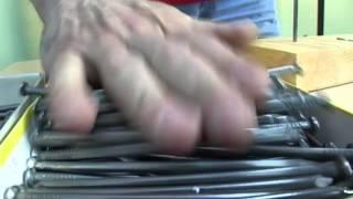 Смотреть онлайн Рекорд Гиннеса: балансировка гвоздей