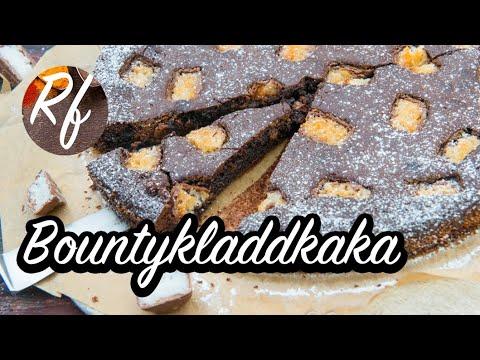 Bountykladdkaka - en kladdis för dig som gillar kokos och Bounty-choklad. Kladdkakan toppas med Bounty.>