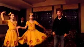 ウイグル族のダンス.MP4