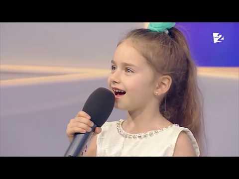 אמיליה אוזון הקטנה בביצוע מרגש לשיר או סולו מיו