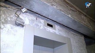 Жильцы многоэтажки на проспекте Корсунова уже несколько месяцев живут с неработающим лифтом