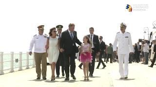 Constanţa: Iohannis a făcut baie de mulţime la plecarea de la ceremoniile de Ziua Marinei