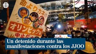 Un detenido durante las manifestaciones contra los Juegos Olímpicos de Tokio