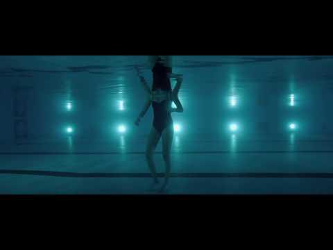 It Follows - Swimming pool scene