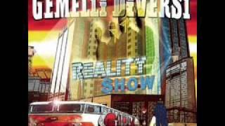 Gemelli Diversi   Reality Show [con Testo  With Lyrics]