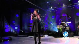 "Kari Jobe Performs ""O Holy Night"""