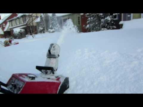 Toro Powerlite-E  Blowing deep snow