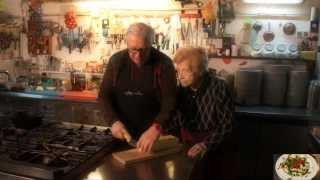 preview picture of video '(FOGGIA)Fatte, cutte e magnàte! La rubrica culinaria foggiana - 8 Puntata(2014)(gli scagliozzi)'