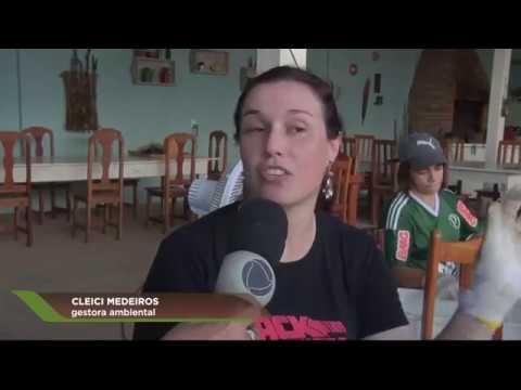 Andréia Fortini mostra o trabalho de mulheres beradeiras com cipó